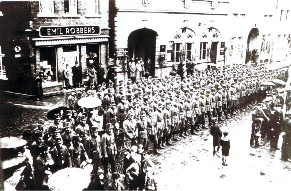 Aufmarsch des Deutschen Reichsarbeitsdienstes