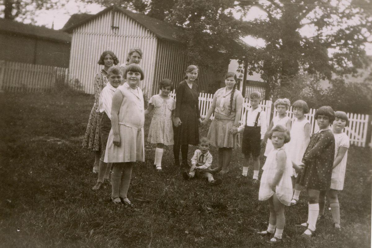 1930 Handorf, Henriette Mildenberg mit den Kindern der Familien Max und Hermann Auerbach