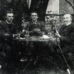 Kartenspieler im Garten der Gaststätte Stumpe 1905