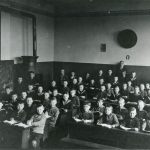 1929 Schule am Baßfeld mit Lehrer Diegelmann