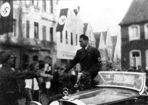 Rudolf Hess wird auf dem Marktplatz von Telgte begrüßt (26.3.1936)