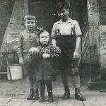 Kurt Auerbach mit den Nachbarkindern